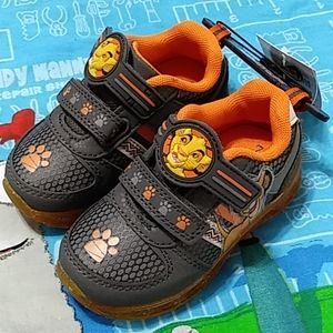Athletic Lion King LIGHT UP Shoes toddler size 7
